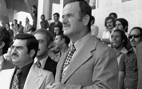 صورة حافظ الأسد في افتتاح ملعب العباسيين (3)