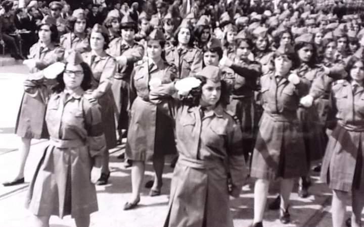 صورة طالبات ثانوية معاوية في احتفال عيد الجلاء في حلب 1966