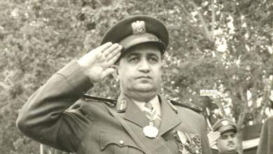 صورة توفيق نظام الدين رئيس الأركان يؤدي التحية – احتفال عيد الجلاء 1957 (9)