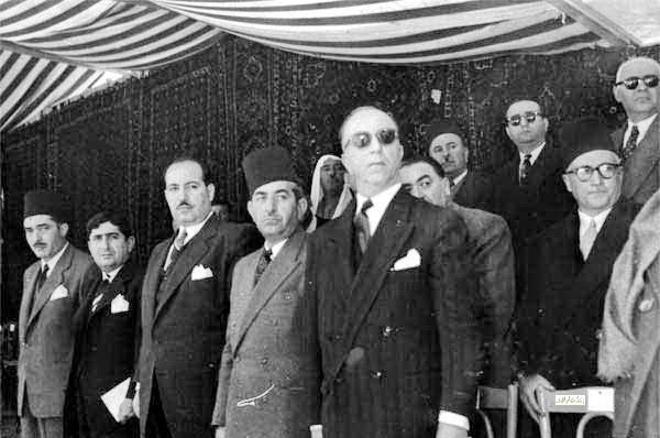 صورة فيضي الأتاسي ووزراء في حكومة العسلي الأولى – احتفال عيد الجلاء 1954 (9)