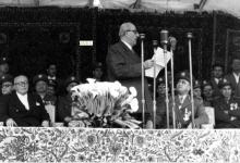 صورة شكري القوتلي يلقي كلمة في احتفال عيد الجلاء 1957 (14)
