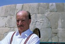صورة نصر الدين البحرة في دولة الإمارات العربية المتحدة عام 1999