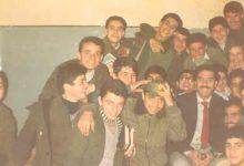صورة الأستاذ يوسف محمد رشيد مع طلابه في مدرسة المأمون بحلب عام 1983