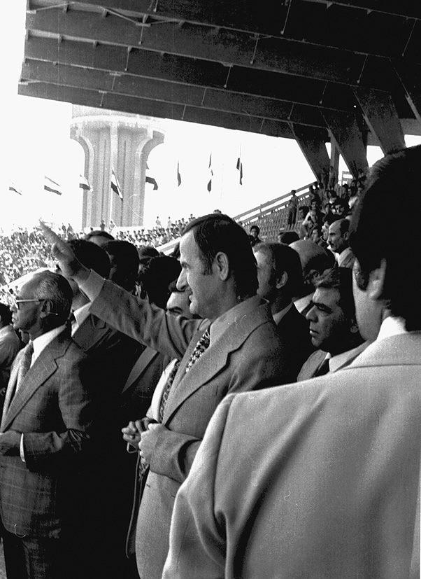 حافظ الأسد في افتتاح ملعب العباسيين (1)