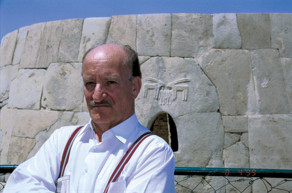 نصر الدين البحرة في دولة الإمارات العربية المتحدة عام 1999