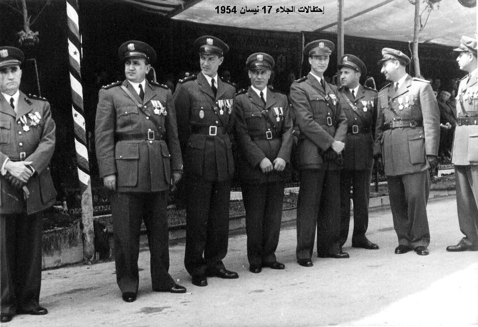توفيق نظام الدين وضباط من الجيش - احتفال عيد الجلاء 1954 (2)