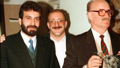 صورة نصر الدين البحرة في افتتاح معرض ابنه الفنان عمر عام 1993م