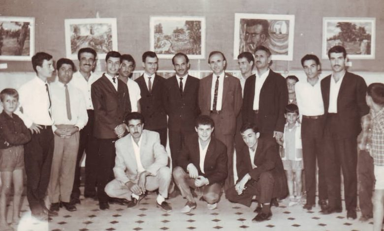 صورة سلمان البدعيش في معرض فني في المركز الثقافي في السويداء 1965