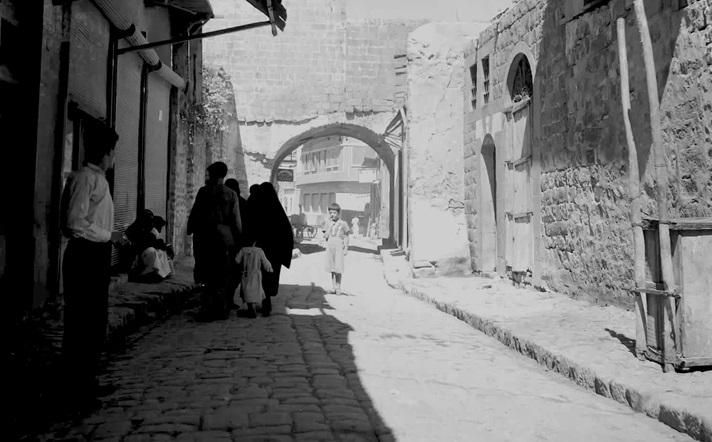 صورة سيباط زين العابدين .. سوق الحشيش في حمص في خمسينيات القرن العشرين