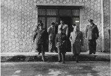 صورة ملك العراق فيصل الثاني في مطار المزة عام 1954 (1)