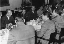 صورة مأدبة غذاء في مطار المزة على شرف فيصل الثاني عام 1954