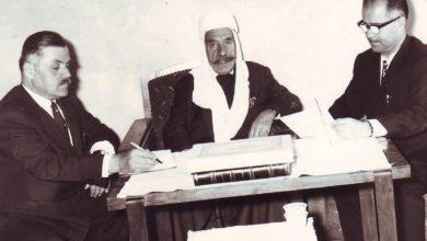 صورة سلطان الأطرش يملي مذكراته على يوسف الدبيسي وصلاح مزهر عام 1972