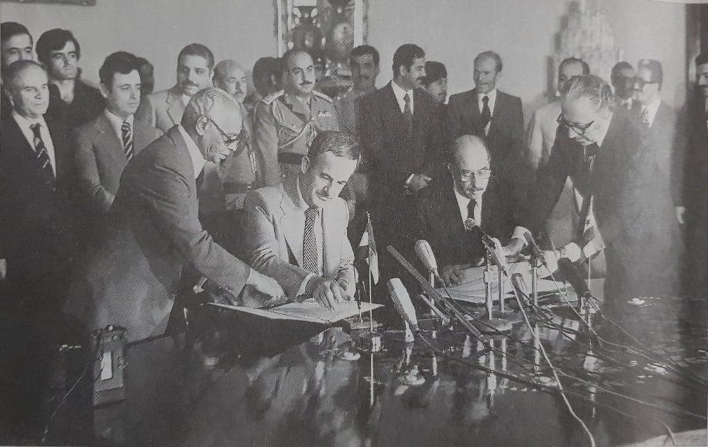 أحمد حسن البكر وحافظ الأسد يوقعان اتفاق إعلان الوحدة عام 1979
