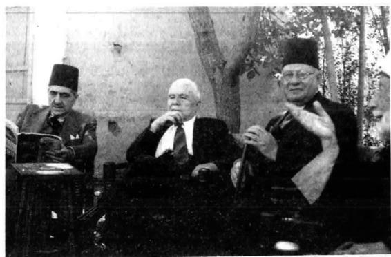 صورة مصطفى برمدا وفارس الخوري وخليل مردم بك عام 1950