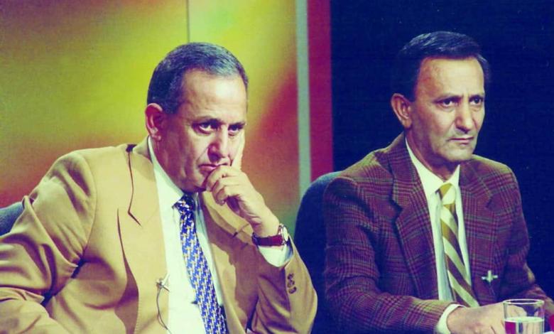 صورة العميد فاروق بوظو وشقيقه عدنان في التلفزيون السوري عام 1989م