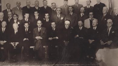 صورة محافظُ اللاذقيَّة وأعضاءُ غرفة تجارة اللاذقيَّة وبعضُ الوجهاء في عام 1948م