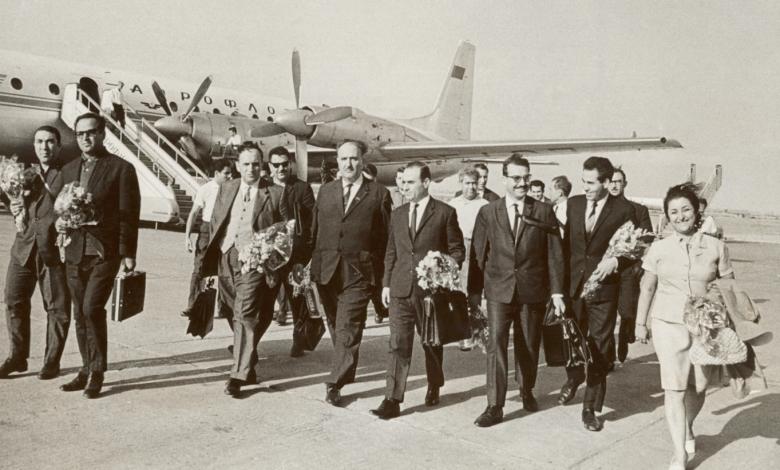 صورة نجاح ساعاتي مع وفد جمعية الصداقة السورية – السوفيتية في موسكو عام 1970
