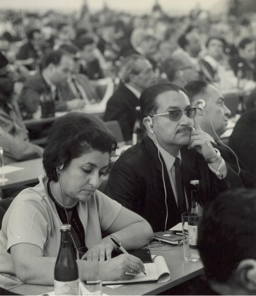 عبد الغني قنوت ونجاح ساعاتي في مؤتمر أعضاء السلم عام 1969