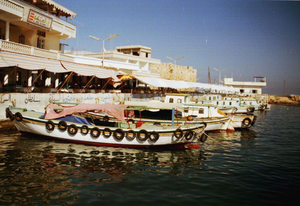 جزيرة أرواد -  الرصيف المقابل لمدينة طرطوس عام 1985م