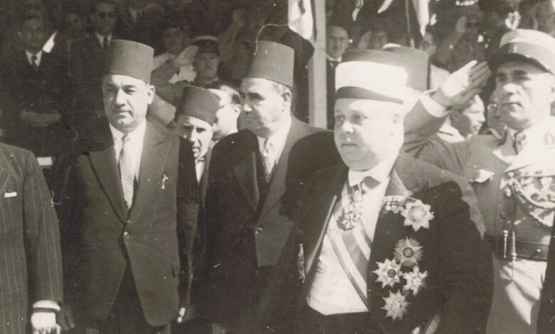 صورة تاج الدين الحسني وحكمت الحراكي ومحمد العايش عام 1942م