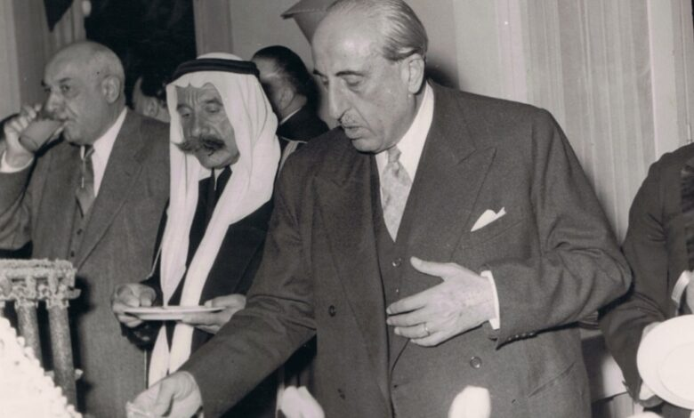 صورة شكري القوتلي و عن يمينه سلطان الأطرش ومحمد العايش عام 1958م