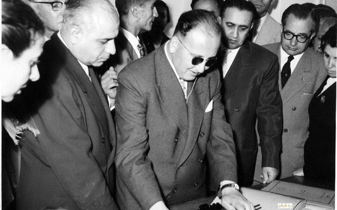 صورة توفيق نظام الدين في زيارة مركز لرعاية المكفوفين في دمشق عام 1956 (3)