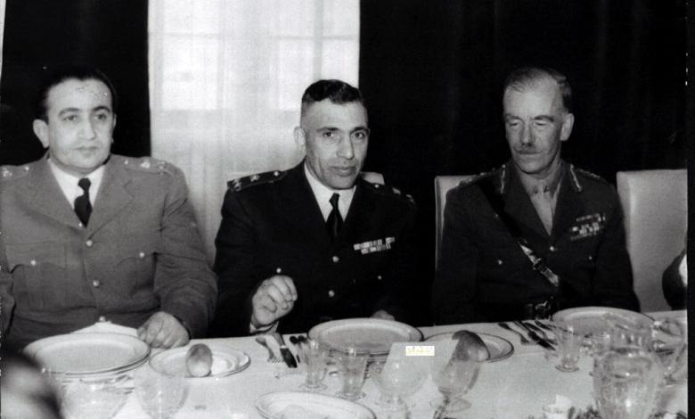 صورة المأدبة التي أقامها ناظم القدسي للجنرال البريطاني روبرتسون 1951 (3)