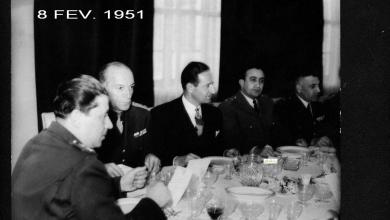 صورة المأدبة التي أقامها ناظم القدسي للجنرال البريطاني روبرتسون 1951 (4)
