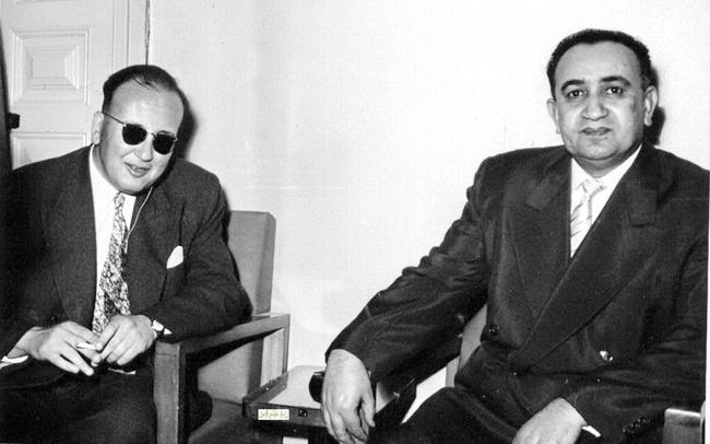 صورة توفيق نظام الدين في زيارة مركز لرعاية المكفوفين في دمشق عام 1956 (2)