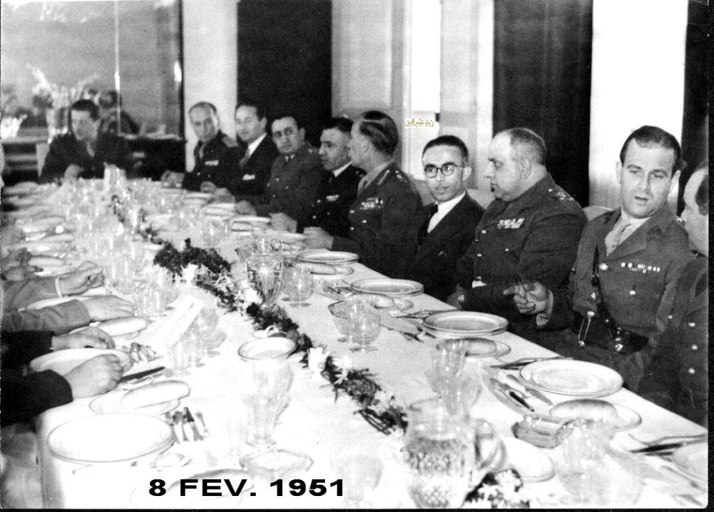 المأدبة التي أقامها ناظم القدسي للجنرال البريطاني روبرتسون 1951 (1)