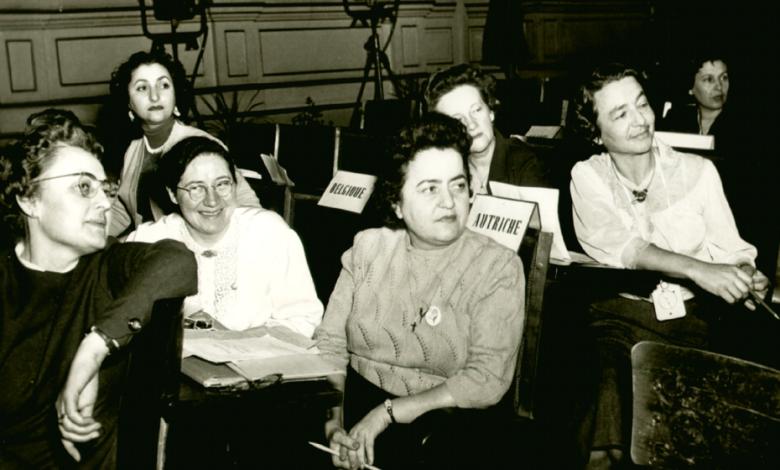 صورة نجاح ساعاتي في أحد مؤتمرات لجنة الأمهات العالمية الدائمة (2)