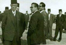 صورة عبد الغني إسرب عند استقبال شكري القوتلي في اللاذقية عام 1944م