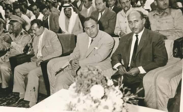 الشاعر عبد المعين الملوحي ومحافظ حمص مصطفى رام حمداني في حمص عام 1960