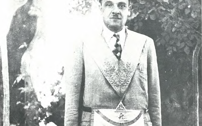 صورة بدر الدين الشلاح عام 1951 عندما كان رئيساً لمحفل إبراهيم الخليل