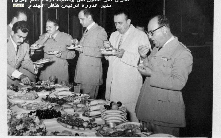 صورة الزعيم توفيق نظام الدين في ذكرى دورة آمر فصيل نقل وضابط آليات عام 1954 (4)