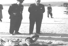 صورة شكري القوتلي وتوفيق نظام الدين في زيارة لأحد مواقع التدريب على الرمي للفتيات 1956