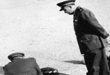 صورة اللواء توفيق نظام الدين في زيارة لأحد مواقع التدريب على الرمي للفتيـات 1956 (2)