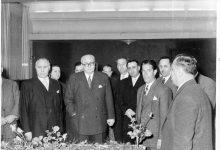 صورة خالد العظم واللواء توفيق نظام الدين عام 1957  (1)